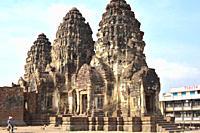 Lopburi city, Phra Prang Sam Yot a Kmer temple (13th century). Thailand.
