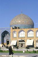 Iran, Isfahan, Unesco World Heritage Site, Naqhsh-e Jahan Square (Imam square) and mosque of sheikh Lotfollah.