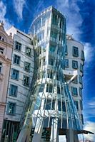 ´Dancing House´ (aka ´Fred and Ginger´, Nationale-Nederlanden building) by architects Frank Gehry and Vlado Milunic, Prague, Czech Republic, Europe.