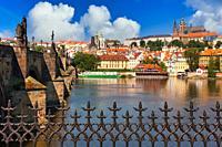 Charles Bridge, Moldau river with Prague Castle in background, Prague, Czech Republic, Europe
