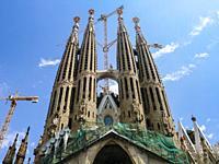 Construction of the Sagrada Familia basilica in July 2005, Barcelona, Catalonia, Spain. La Sagrada Familia designed by renown architect, Antoni Gaudi,...