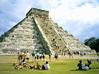 A group of tourists at the pyramid El Castillo dedicated to Kukulkan in Chichén Itzá. Yucatan, Mexico.