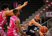 Bonn, Germany, 04.04.2021, Telekom Dome, Basketball Bundesliga, Telekom Baskets Bonn vs Alba Berlin, Alex Hamilton (Bonn) und Jayson Granger (Alba) ba...