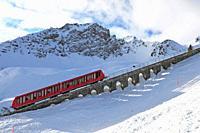Winter sport: Davos Parsenn cable car transport up to Parsenn mountains.