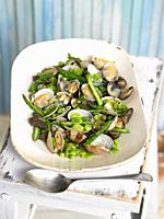 clams with peas, wild asparagus, garlic and parsley.