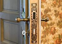 Odensnäs. Turn of the century house with preserved interior in Ängelsberg. Door lock.