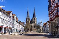 Marktstraße und Basilika St. Cyriakus in Duderstadt, Niedersachsen, Deutschland   Market Street and Basilica St. Cyriakus in Duderstadt, Lower Saxony,...