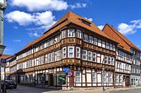 Historisches Fachwerkhaus in der Apothekenstraße in Duderstadt, Niedersachsen, Deutschland   Historic Timber framed house at Apothekenstraße in Duders...