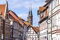 Fachwerkhäuser und Liebfrauenkirche in Duderstadt, Niedersachsen, Deutschland   Timber framed houses and Liebfrauenkirche Church of Our Lady in Duders...