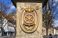 Wappen mit Mainzer Rad der Mariensäule in Duderstadt, Niedersachsen, Deutschland   Coat of arms with Wheel of Mainz ion St. Mary`s column in Duderstad...