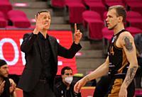 Bonn, Germany, 05.05.2021, Telekom Dome, Basketball Bundesliga, Telekom Baskets Bonn vs Loewen Braunschweig: Headcoach Pete Strobl (Braunschweig) gest...