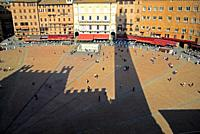 Piazza del Campo, tourists, Fountain Gaia, hotels, restaurants, gasts, shadow, Torre del. Mangia, Palio.