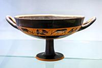 Drinking vessels - Arcioni, Tomb 330 (550-525 BC) - Archaeological Area of â. ‹â. ‹Paestum - Salerno, Italy.