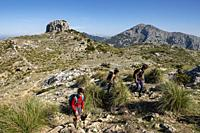hikers, puig Galatzo, Estellencs, Mallorca, Balearic Islands, Spain.