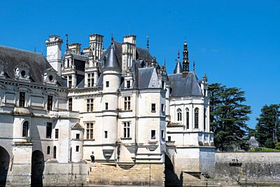 Europe France Chenonceaux : 2019-07 The castle of Chenonceau is a structure spanning the River Cher, near the small village of Chenonceaux in the Indr...