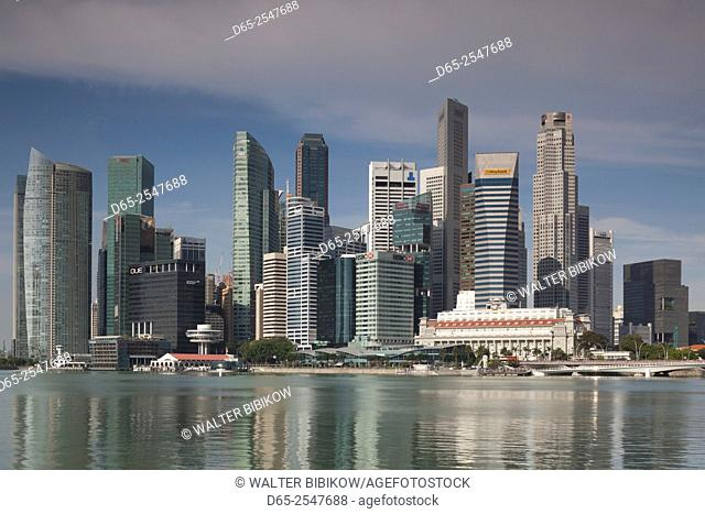 Singapore, city skyline by the Marina Reservoir