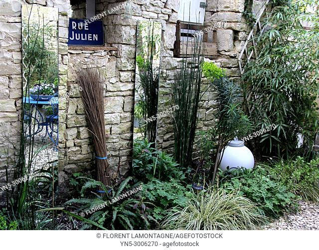 Small bric a brac garden with shadow plants and mirrors to gain light and space