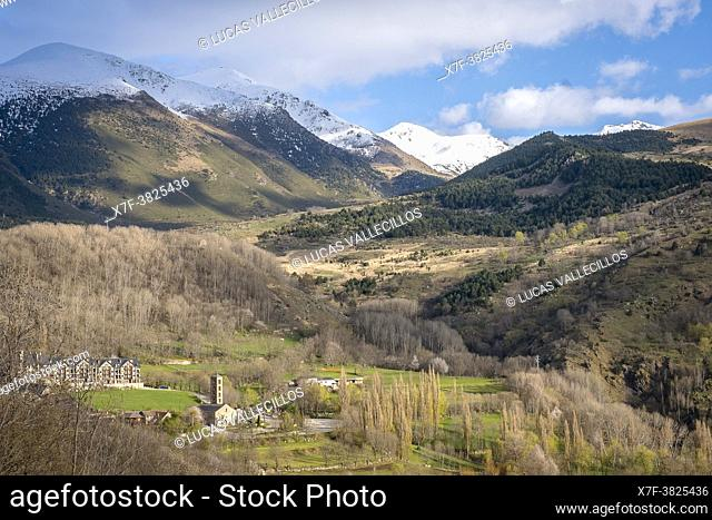 Taüll and mountains of Aigüestortes i Estany de Sant Maurici National Park, Vall Boí, Lleida, Catalonia, Spain