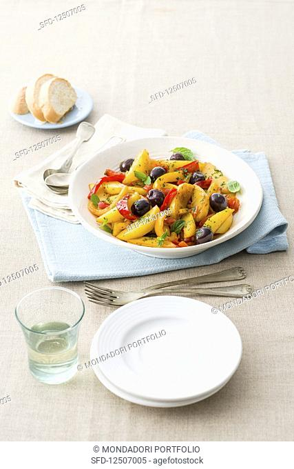 Peperonata laziale (peppers with potatoes and tomatoes, Italy)