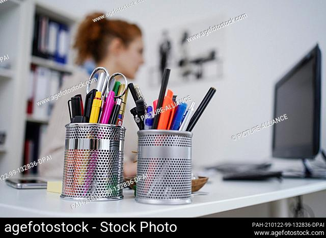 ILLUSTRATION - 22 January 2021, Baden-Wuerttemberg, Mannheim: A woman is working in her apartment in front of a computer at a high desk