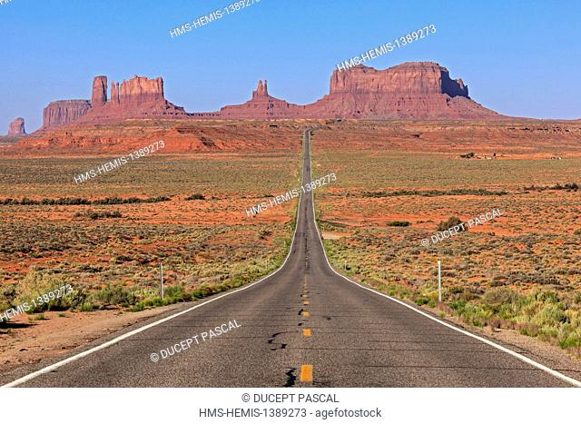United States, Arizona, Navajo Nation Indian Reservation, Monument Valley Tribal Park, road leading to Monument Valley