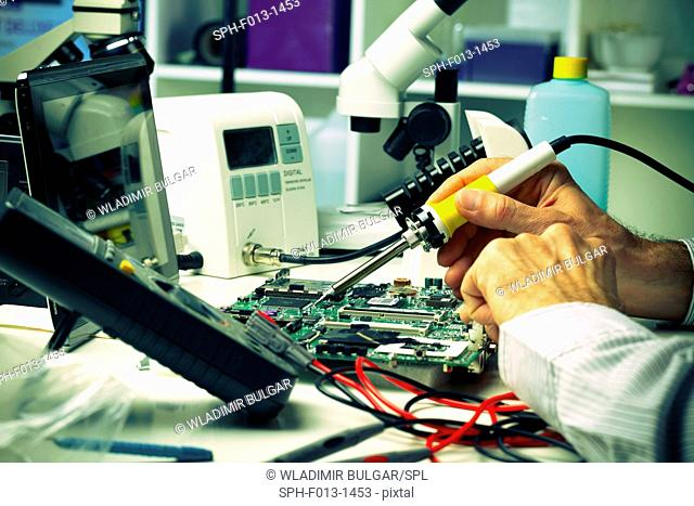 Soldering a micro chip onto a printed circuit board
