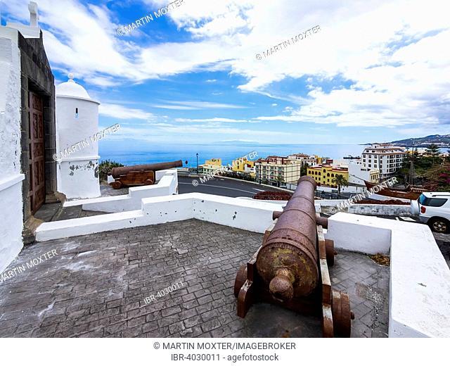 Cannon at the Castillo de la Virgen, below the Maritime Museum with a replica of the ship Santa Maria of Columbus, Santa Cruz de La Palma, Canary Islands, Spain