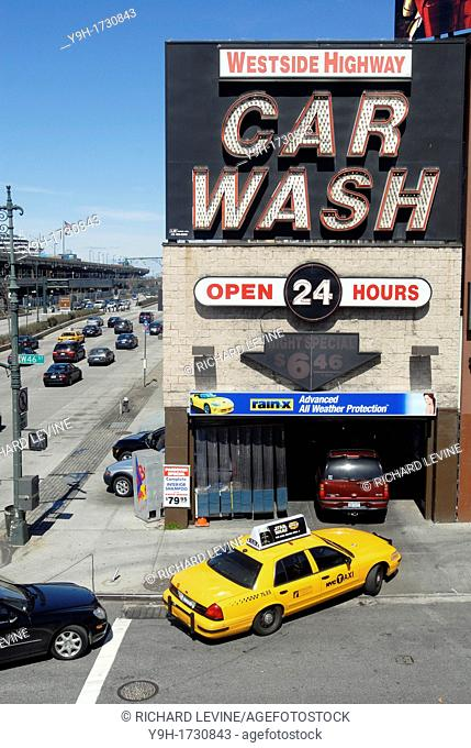 Drivers queue up to wash their cars at the Westside Highway Car Wash in New York