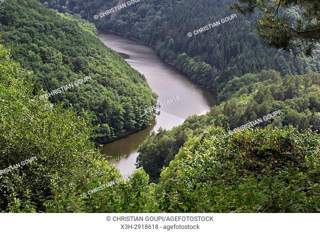 lake of Fades-Besserve bisected by the Sioule River, Puy-de-Dome department, Auvergne-Rhone-Alpes region, France, Europe