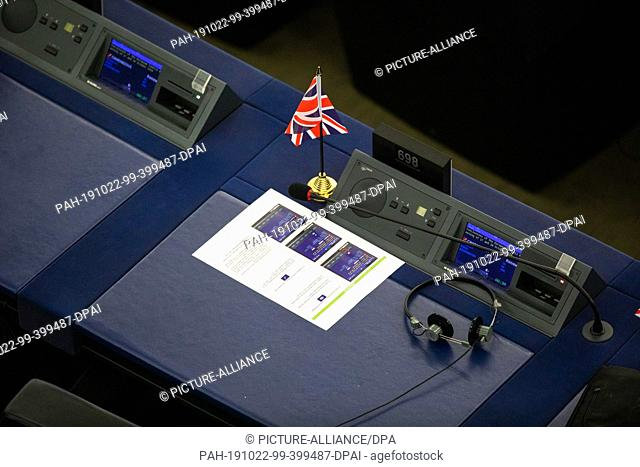 22 October 2019, France (France), Straßburg: A small flag of Britain stands on the table of a Brexit MEP during the debate on the outcome of the meeting of EU...