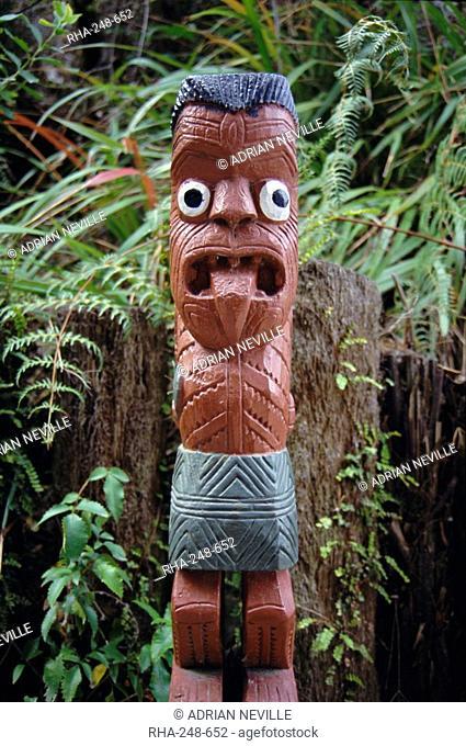 Graveyard carving, Maori village, Whakarewarewa, Rotorua, South Auckland, North Island, New Zealand, Pacific