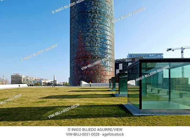 The building is the work of MBM Arquitectes, the architecture studio formed by Josep Martorell, Oriol Bohigas and David Mackay