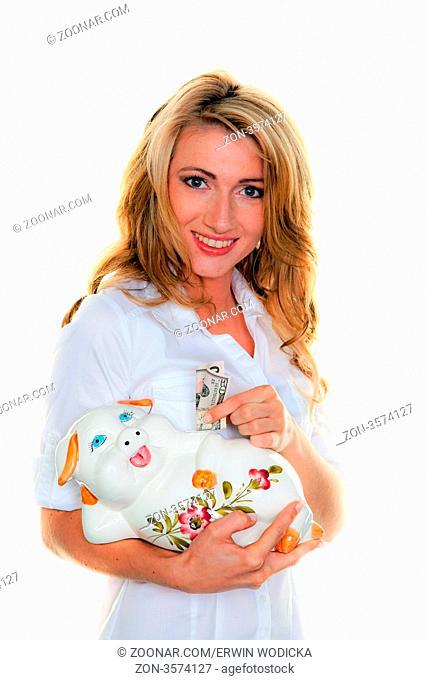 Junge Frau mit Dollar Geldscheinen und Sparschwein