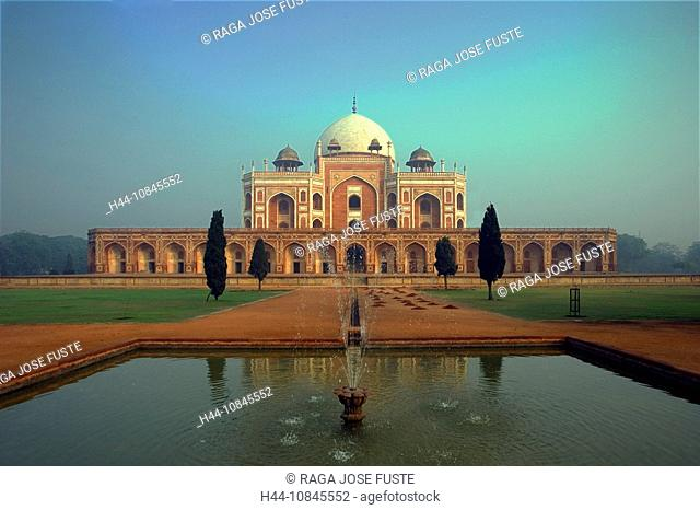 India, New Delhi city, Humayum Tomb, UNESCO, World heritage site, Asia, travel, January 2008, Mughal Emperor, building