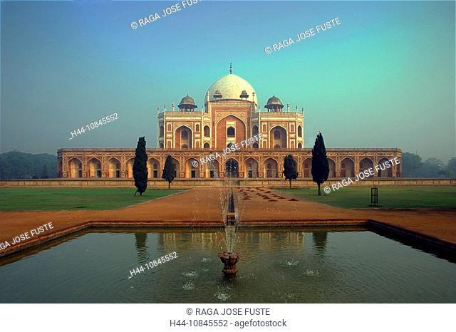 India, New Delhi city, Humayum Tomb, UNESCO, World heritage site, Asia, travel, January 2008, Mughal Emperor, building