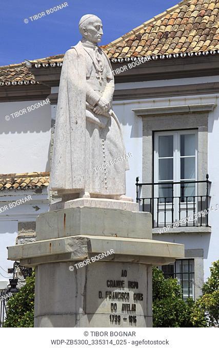 Portugal, Algarve, Faro, Largo da Se, Francisco Gomes Avelar statue