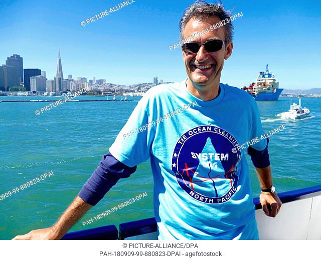 """08.09.2018,USA, San Francisco: Joost Dubois, spokesman of the """"""""Ocean Cleanup"""""""" initiative, is on the press boat. In San Francisco Bay"""