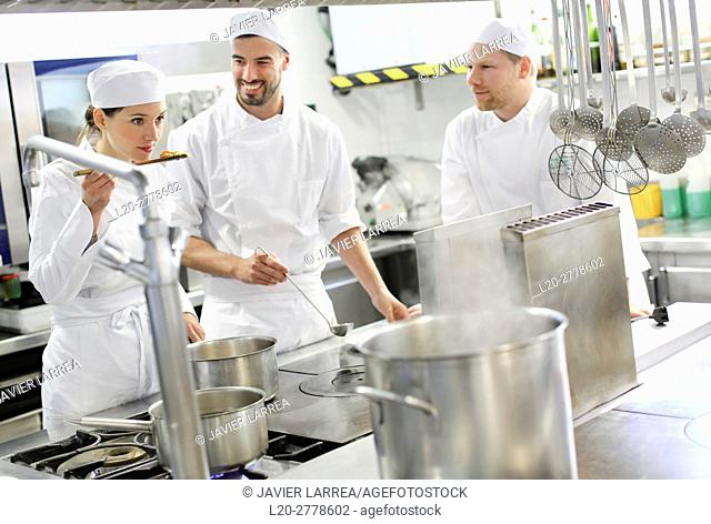 Trying the food, Chef, Cook in cooking school, Cuisine School, Donostia, San Sebastian, Gipuzkoa, Basque Country, Spain, Europe
