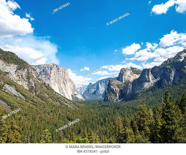 Tunnel View, view of Yosemite Valley, El Capitan, Yosemite National Park, California, USA