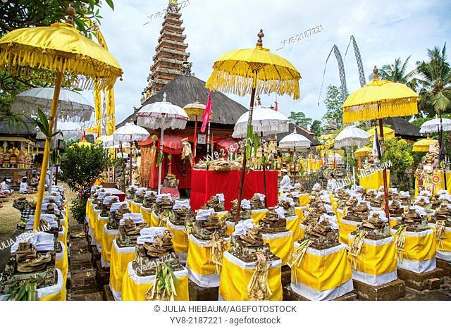 Balinese religious celebration inside Pura Sada temple, Mengwi
