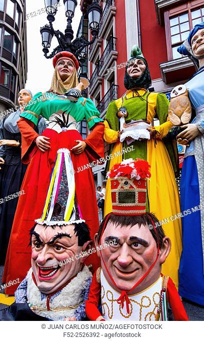 Giants and Big-Heads, Aste Nagusia (English: Great Week) the main festival of Bilbao, Bizkaia, Basque Country, Spain, Europe