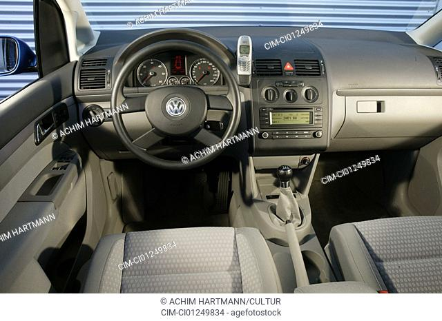 Car, VW Volkswagen Touran TDI, Van, model year 2003-, blue, interior view, Interior view, Cockpit, technique/accessory, accessories