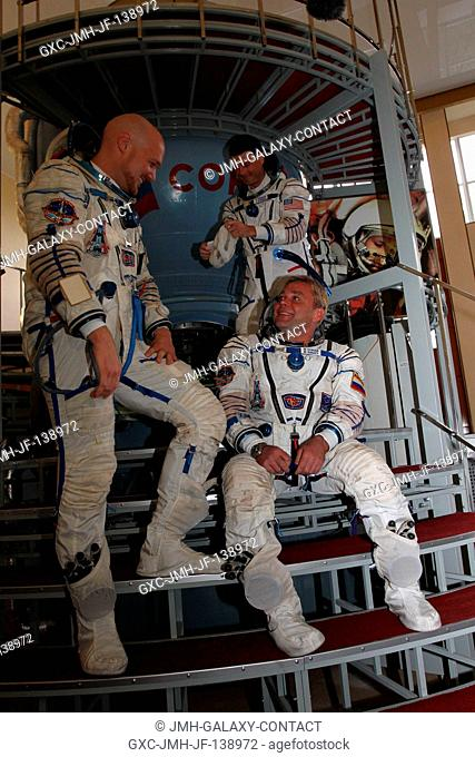 At the Gagarin Cosmonaut Training Center in Star City, Russia, Expedition 4041 Flight Engineer Alexander Gerst of the European Space Agency (standing, left)