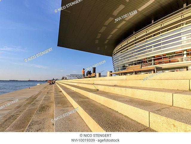 Royal Opera House, National Opera at the inner Canal, built by Henning Larsen, Holmen, Copenhagen, Denmark