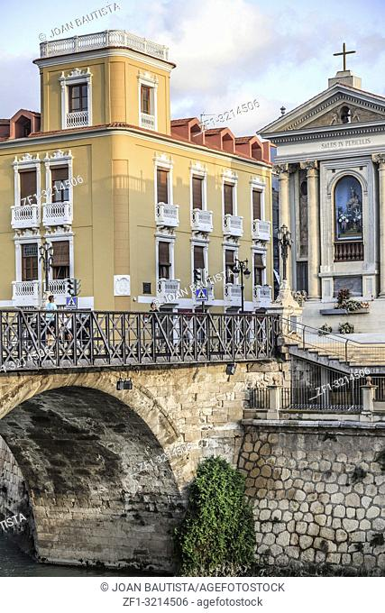 City view, arched stone bridge, Puente de los Peligros and ancient buildings, Murcia, Spain