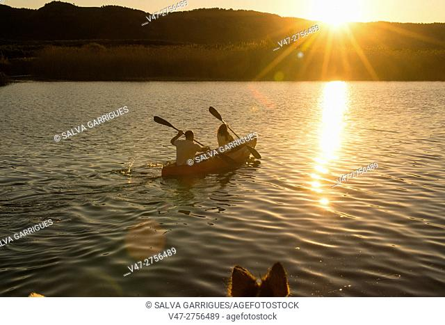 Couple canoeing in the Jucar river, Antella, Valencia, Spain, Europe