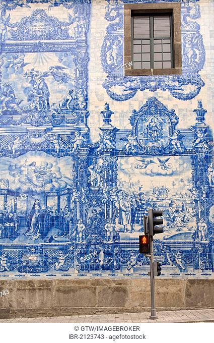 Capela Das Almas, outside wall covered with azulejos, Porto, Unesco World Heritage Site, Portugal, Europe