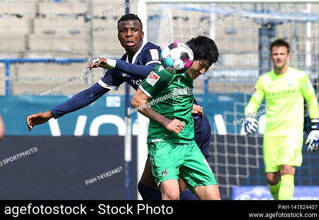 firo: 04/18/2021 Fuvuball: Soccer: 2nd Bundesliga season 2020/21 VfL Bochum - Hanover 96 4: 3 Sei Muroya duels versus Armel Bella-Kotchap | usage worldwide