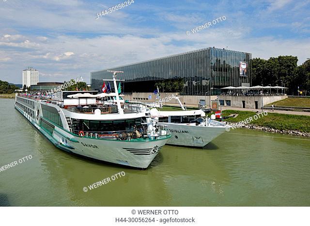 Oesterreich, Oberoesterreich, Linz an der Donau, Landeshauptstadt von Oberoesterreich, Kulturhauptstadt Europas 2009, Donaukreuzfahrt