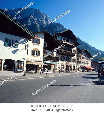 Reise nach Deutschland, Bayern. Travel to Germany, Bavaria. Mittenwald in Oberbayern in den 1980er Jahren. Mittenwald in Upper Bavaria in the 1980s